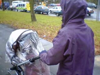 2004-12-20-Rainy_shopping.JPG