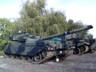 2005-10-09-Tanks.JPG